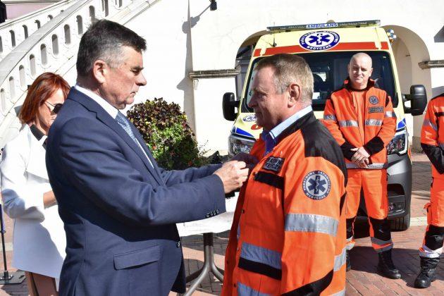 dsc 4347 Poświęcenie i przekazanie nowych ambulansów oraz wręczenie odznaczeń medykom [ZDJĘCIA]