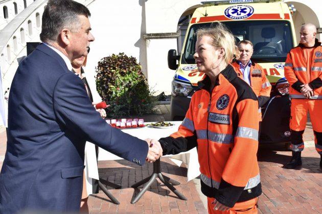 dsc 4351 Poświęcenie i przekazanie nowych ambulansów oraz wręczenie odznaczeń medykom [ZDJĘCIA]