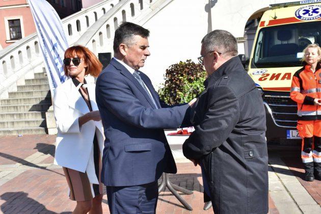 dsc 4352 Poświęcenie i przekazanie nowych ambulansów oraz wręczenie odznaczeń medykom [ZDJĘCIA]