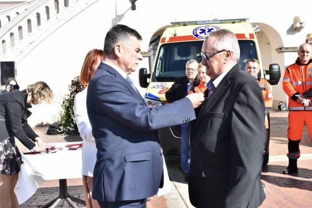 dsc 4355 Poświęcenie i przekazanie nowych ambulansów oraz wręczenie odznaczeń medykom [ZDJĘCIA]