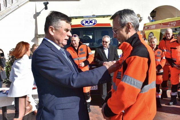 dsc 4358 Poświęcenie i przekazanie nowych ambulansów oraz wręczenie odznaczeń medykom [ZDJĘCIA]