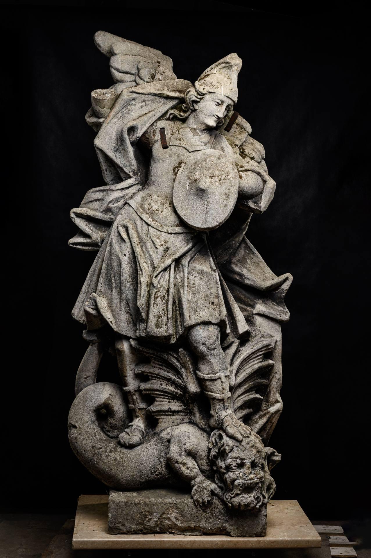rzezba michala archaniola ZAMOŚĆ: Cenna rzeźba odzyska dawną świetność.