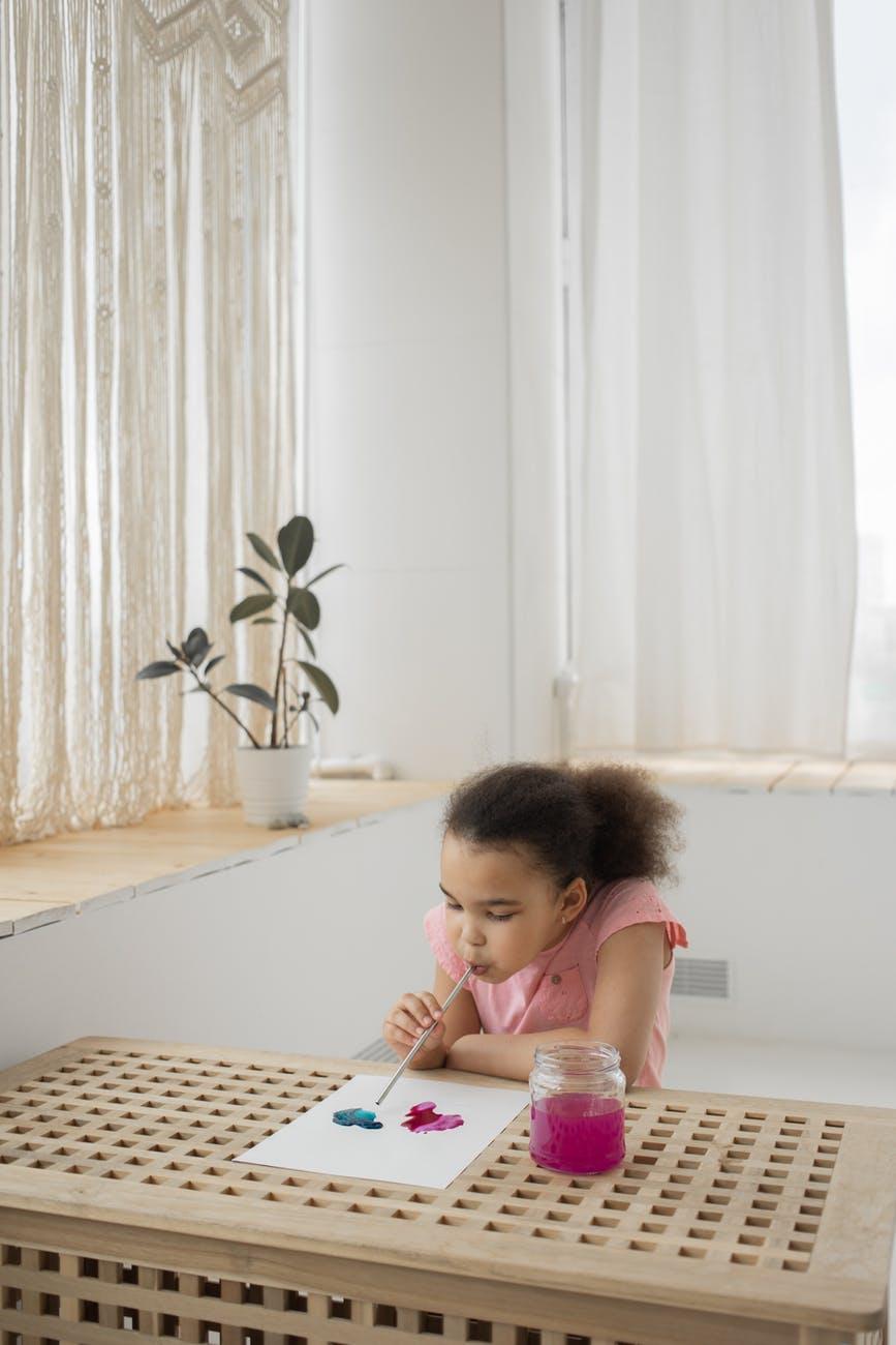 2 Jak oryginalnie udekorować ściany pokoju dziecięcego?