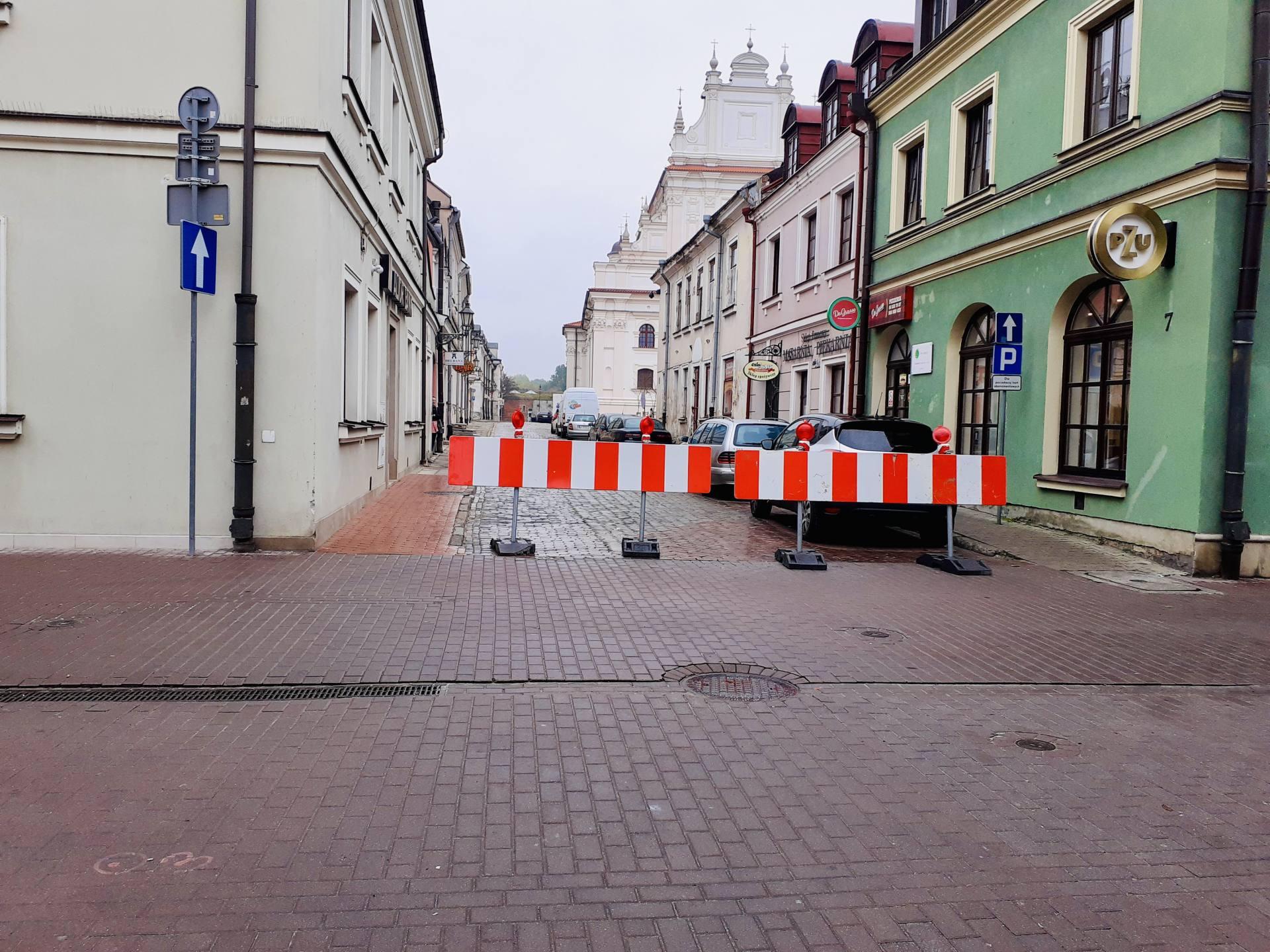 20211013 084322 ZAMOŚĆ: Znów utrudnienia na Starówce. Kolejne ulice zostały zamknięte.