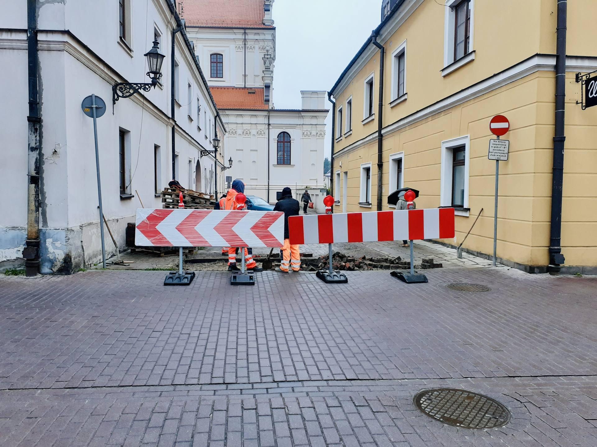 20211013 084854 ZAMOŚĆ: Znów utrudnienia na Starówce. Kolejne ulice zostały zamknięte.