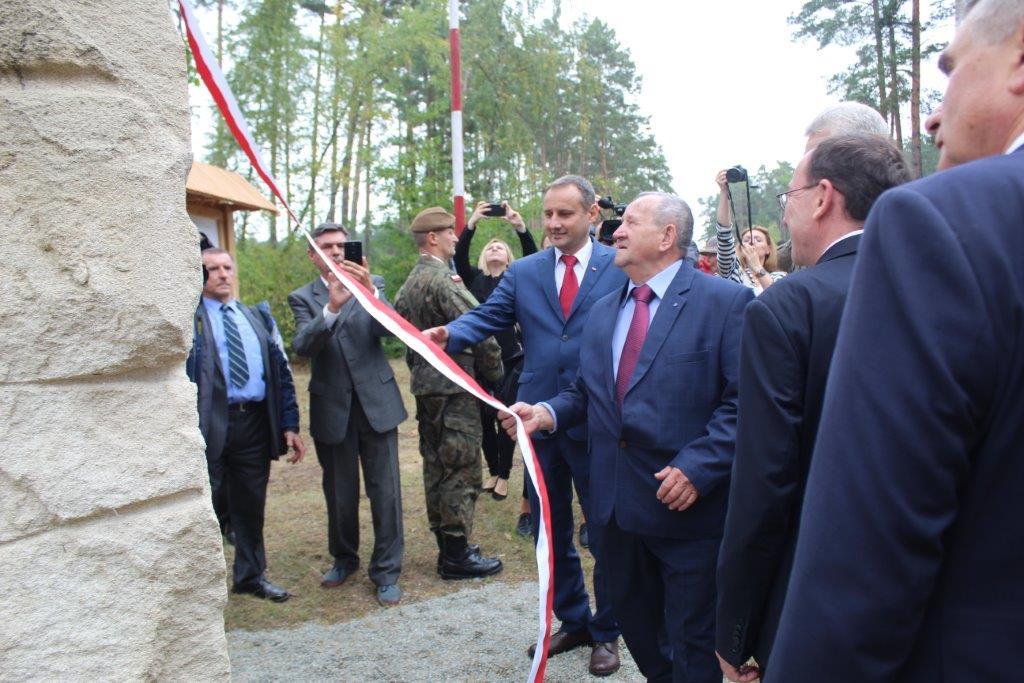 img 6985 Uroczystość odsłonięcia pomnika Bohaterów Ziemi Józefowskiej
