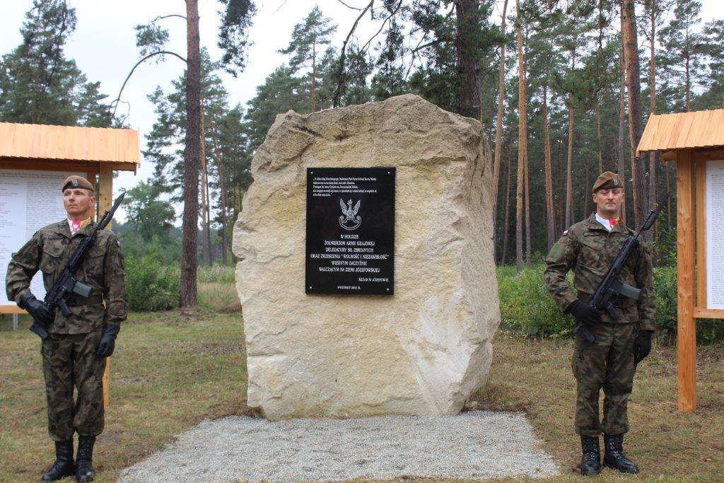 img 7083 Uroczystość odsłonięcia pomnika Bohaterów Ziemi Józefowskiej